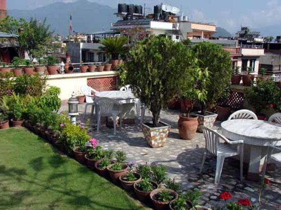 Norling Guest House: Overview of our roof garden overlooking Kathmandu