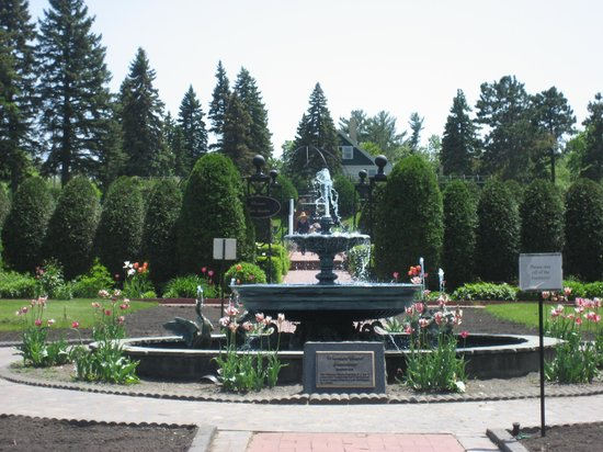 Saint Cloud, MN: Fountains and Flowers
