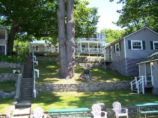 Proctor's Lakehouse Cottages: looking up to the suites from the beach