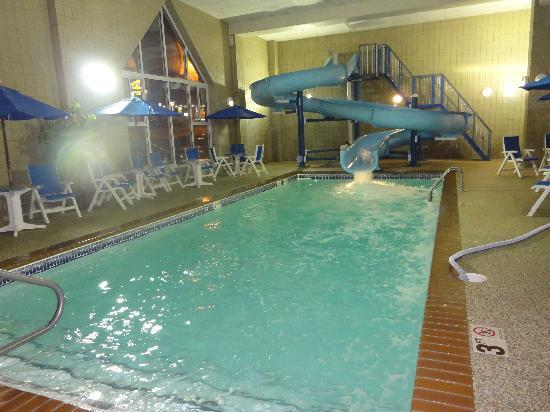 Country Inn & Suites by Carlson, Rapid City: The Pool..even stayed open late! :)