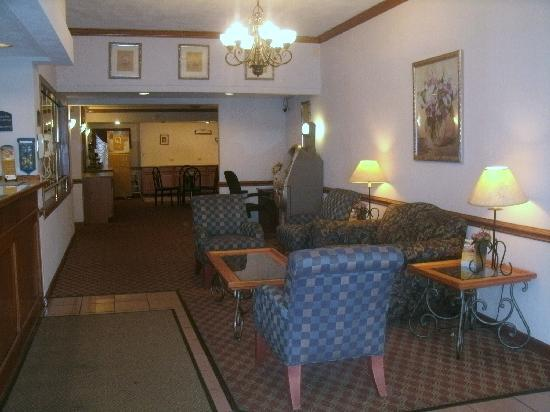 Quality Inn Waukegan: Lobby