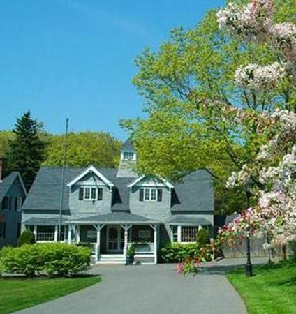 Old Fort Inn...classic Maine in accommodations with modern amenities and exceptional service.
