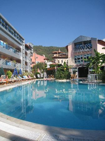 Faber Apart Hotel: pool area