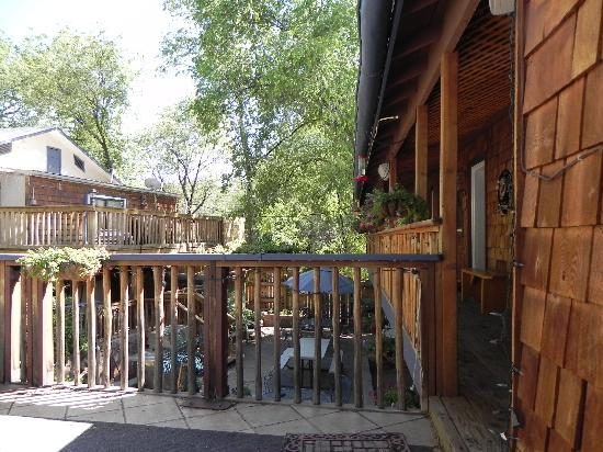 Jemez Mountain Inn: The porch wing