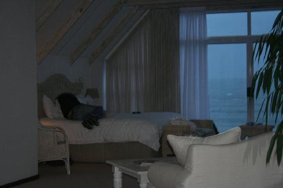 Whale's Way Ocean Retreat: sea view from the bed
