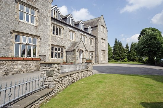 Stonecross Manor Hotel: Exterior of Hotel