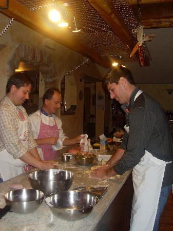 Bella Baita Bed &amp; Breakfast: Cooking class.