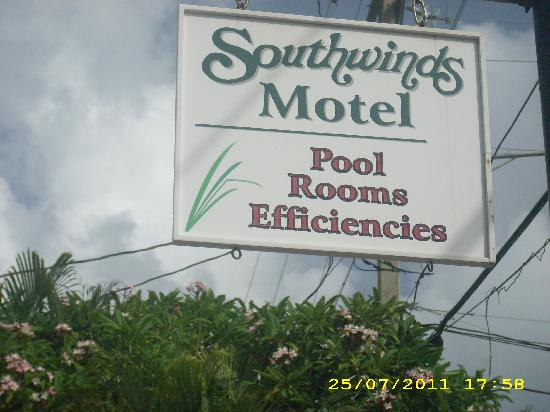 Southwind Motel: Southwinds Motel sign at 1321 Simonton St.