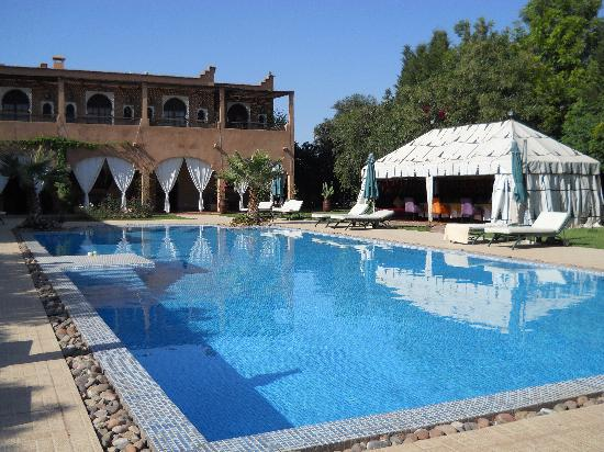 Hotel Kasbah Dar Ilham: gorgeous swimming pool