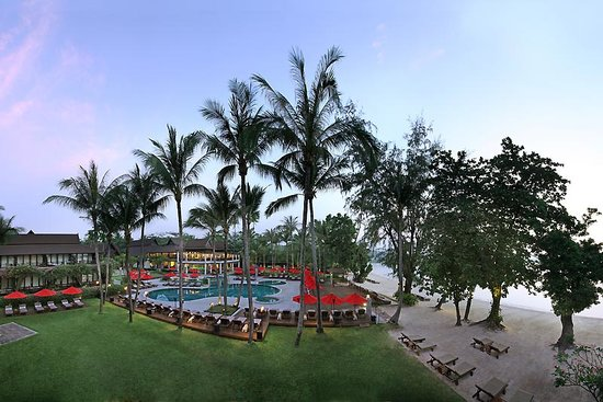 Amari Palm Reef Koh Samui: Just steps from the beach, our swimming pool is the perfect place to cool off