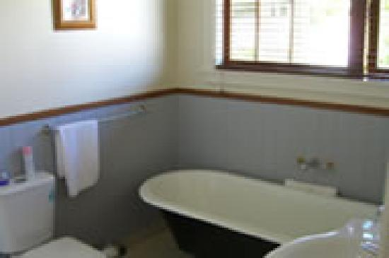Garthowen Akaroa B&B: the most relaxing bath tub