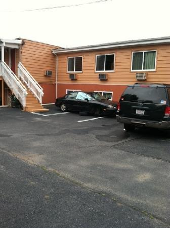 Rodeway Inn and Suites Middletown: POS of car