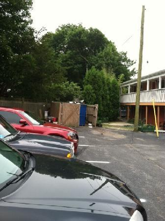 Rodeway Inn and Suites Middletown: Back Dumpster, zoom in if possible