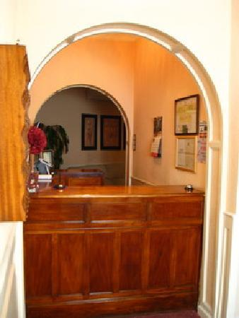 Hostal Condestable : front desk