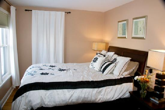 Parkside Bed and Breakfast: Luxurious Queen bed