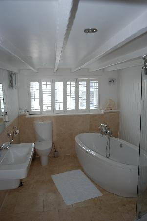 Aberaeron, UK: Aeron bathroom
