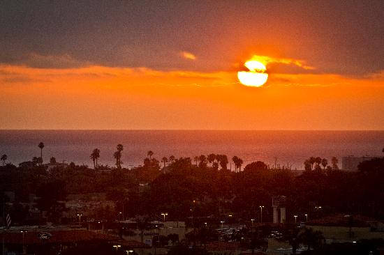 Grand Pacific Palisades Resort and Hotel: Sunset from our room