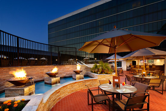 Hilton Anaheim: The NEW Pool Bar & Grill!