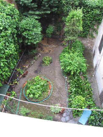 Casa Billi: View of back garden from window.