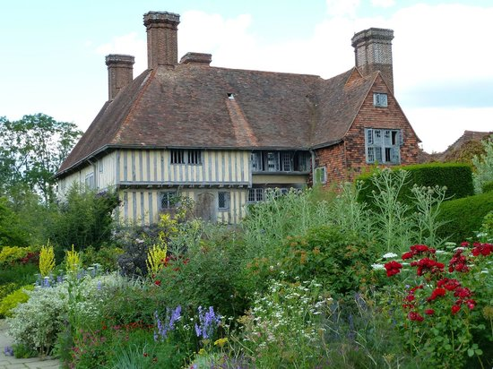 Northiam, UK: Great Dixter from the famous Long Border