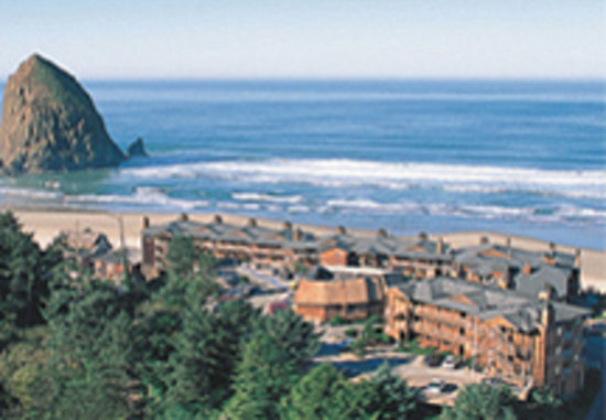 Hallmark Resort Cannon Beach: Oceanfront, with pristine beach just steps away.
