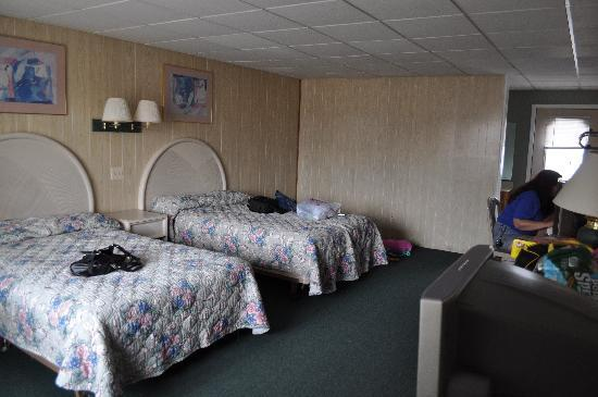 Hershey Motel: Room 412