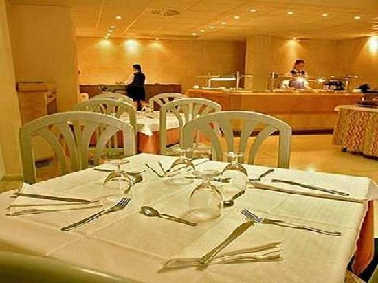 Santa Ponsa Pins: dinning area very clean