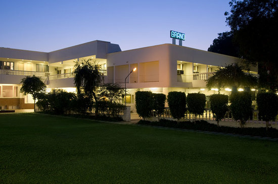 Grand Hotel Agra: Front View