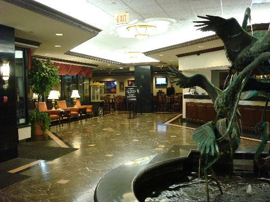 Drury Inn &amp; Suites Creve Coeur: Lobby