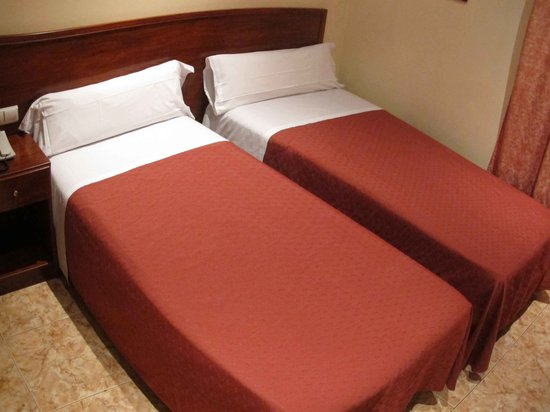Hostal Orleans: Bed