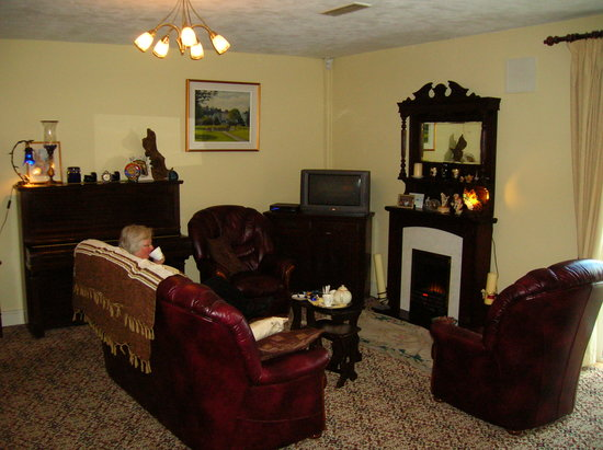 Ashgrove B&B: Living room