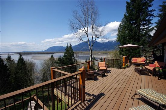 ‪The Fraser River's Edge Bed & Breakfast Lodge‬