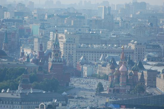 Swissotel Krasnye Holmy: Red Square view while you enjoy a delicious dinner!