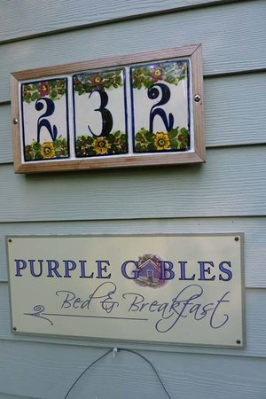 ‪Purple Gables‬