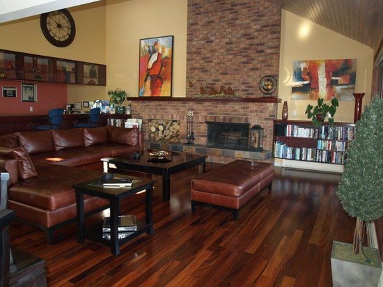A View of the Lake: Living room area