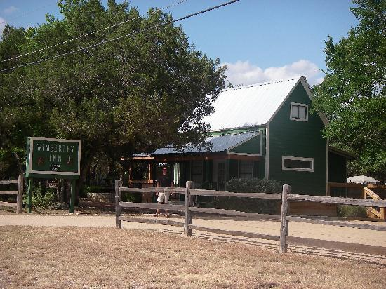 Wimberley Inn: The front of the Inn as you drive in