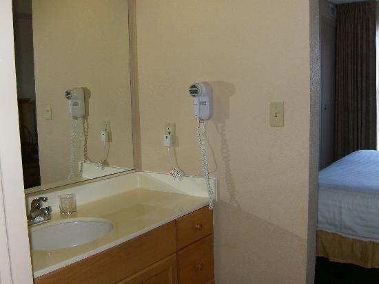 Trickle Creek Lodge: bathroom sink area (bedroom to left)