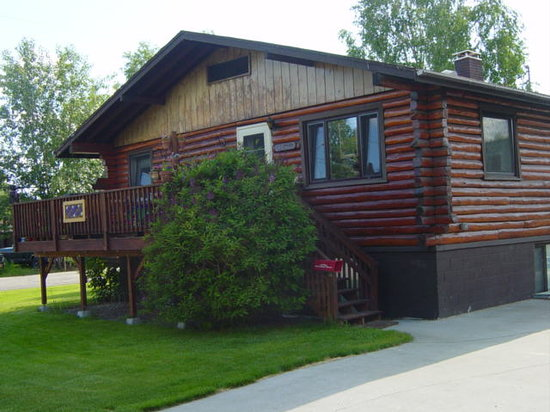 Downtown Log Cabin Hideaway Bed and Breakfast - Fairbanks, Alaska: Main House
