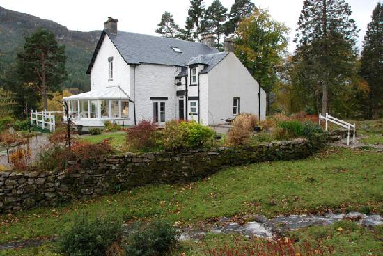 Invermoriston, UK: The Old Manse from the grounds