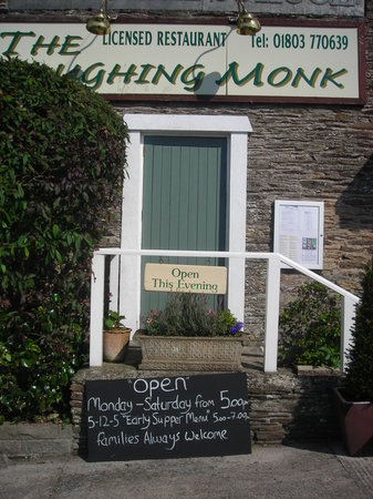 Strete, UK: Laughing Monk exterior - this should have warned us!