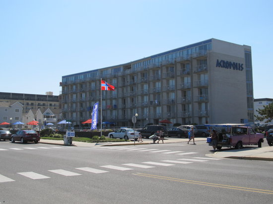 Acropolis Oceanfront Resort: Front of hotel