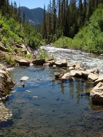 Pagosa Springs, Colorado: Looking downstream from the main pool