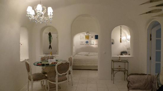 Art Maisons Luxury Santorini Hotels: Aspaki &amp; Oia Castle: Our Aqua Suite