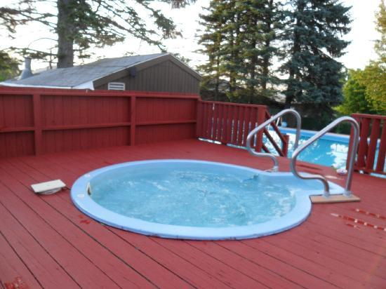 Acra Manor Resort &amp; Hotel: nice hot tub