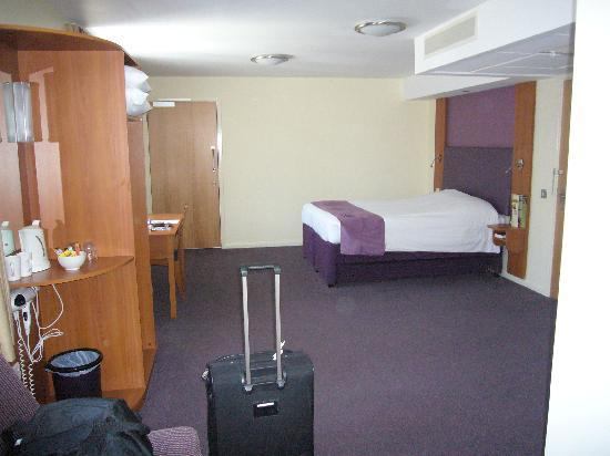 Premier Inn Bournemouth East: Huge room - #10