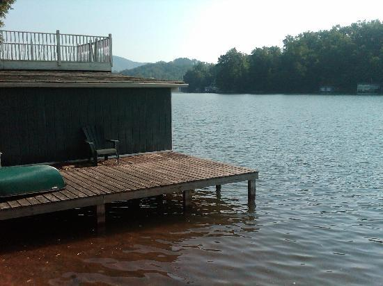 Grafton Lodge &amp; Acorn Cabins: Boat Dock 1