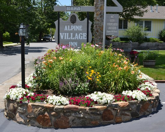 Alpine Village Inn: Alpine Entrance Sign