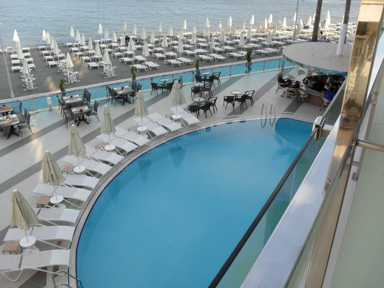 Hotel Marbella: although it looks small the pool was never rammed and plenty big enough