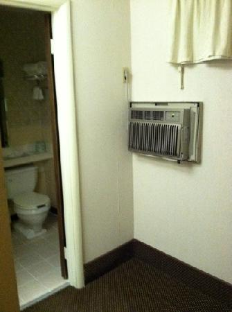 BEST WESTERN Plaza Inn: a/c for our room, which took over 2 hours to get our room down to close to maybe 85 degrees.