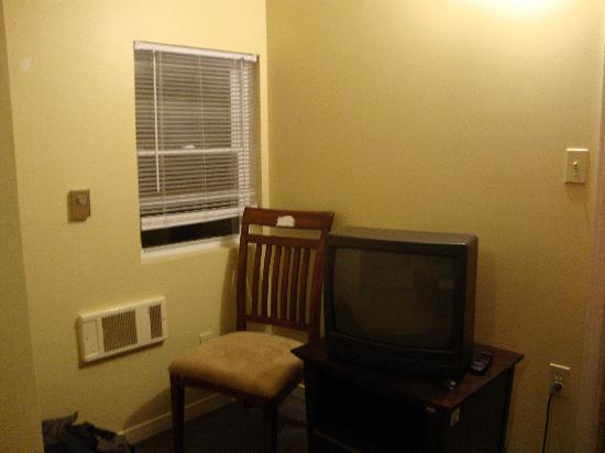 Villa Nova Motel Resort: That was the living room.  One T.V and one chair